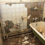 Демонтаж чугунной ванны 1